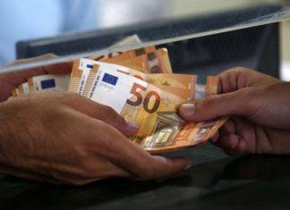 Ανάληψη χρημάτων σε τράπεζα