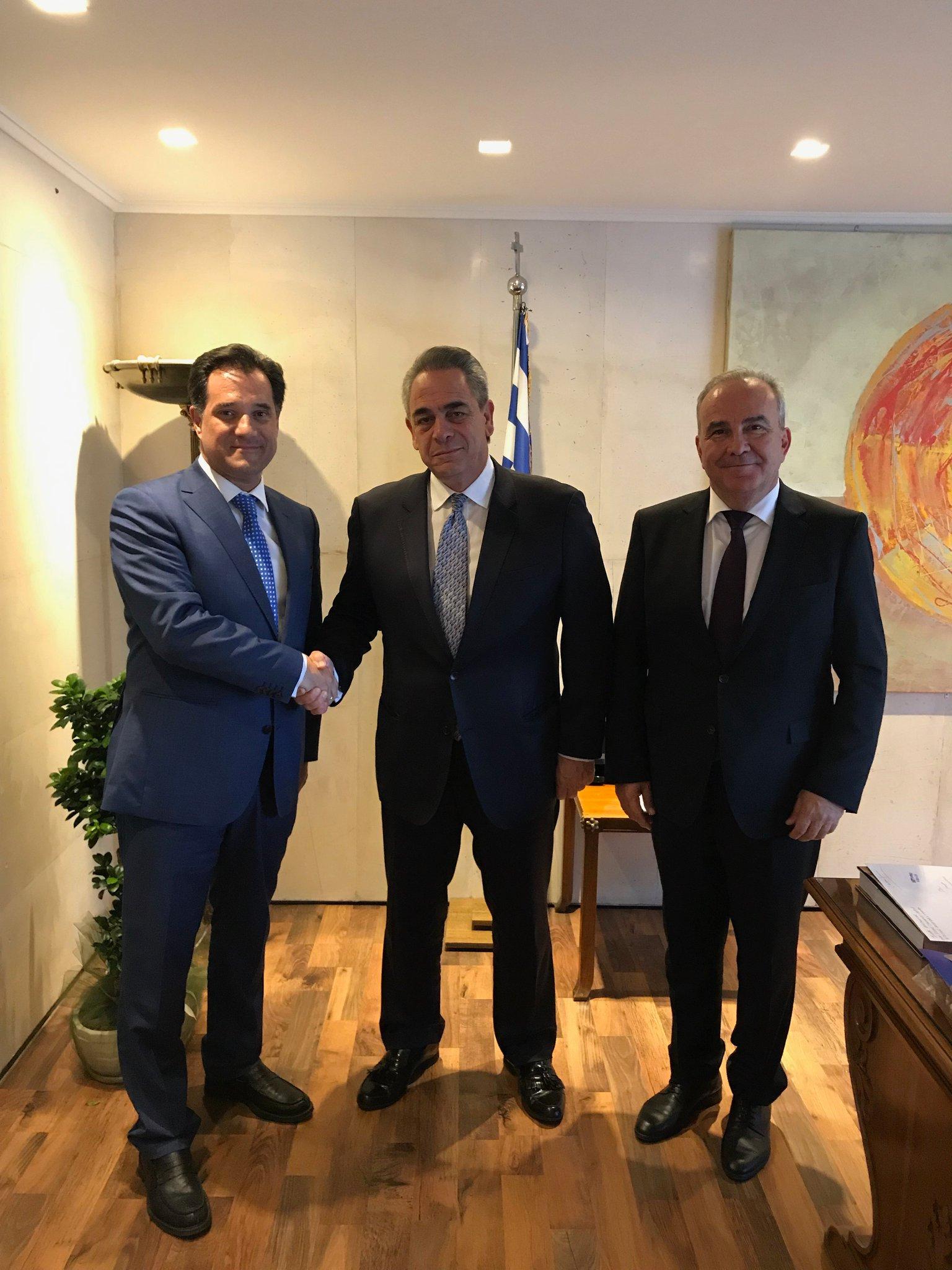 Η ηγεσία του ΥΠΟΙΚΑΝ με τον πρόεδρο του ΚΕΕ και ΕΒΕΑ, Κωνσταντίνο Μίχαλο