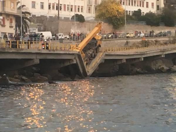 Η κατάρρευση τμήματος της γέφυρας στην Καβάλα