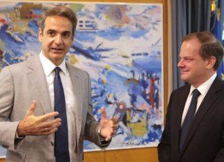 Επίσκεψη του πρωθυπουργού στο υπουργείο Υποδομών και Μεταφορών