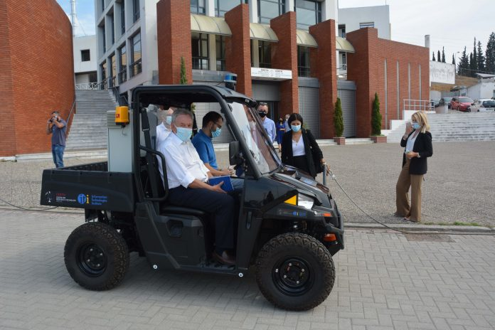 Ο κ. Κυριαζής μεταβαίνει στα Ινστιτουτα του ΕΚΕΤΑ με το αυτοκινούμενο όχημα